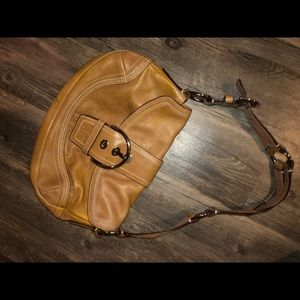 Coach all natural leather hobo shoulder bag w/flap